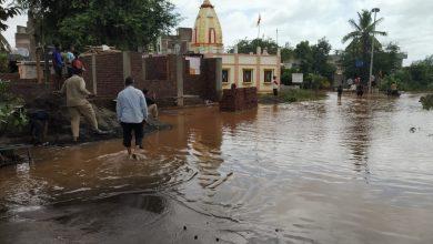 उदगांव (ता. शिरोळ) : येथे आण्णा भाऊसाठेनगर जवळ आलेले पाणी श्री राम मंदिराजवळ आले आहे.